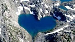 altres-4-lago-con-forma-de-corazon-el-paisaje-mas