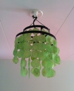 Grön snäckskalslampa köpt på Second hand