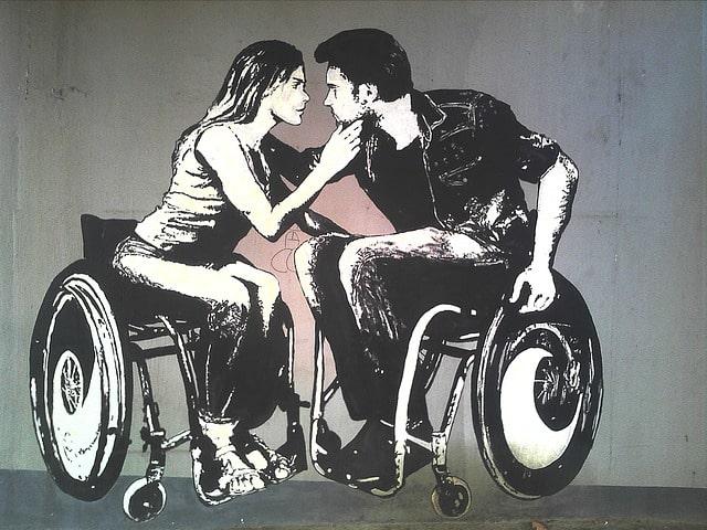 Ett par i rullstol