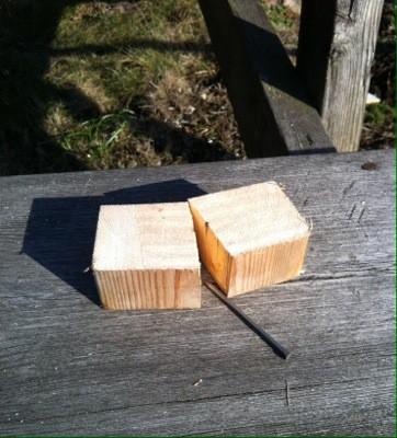 Trä med spik, snickra