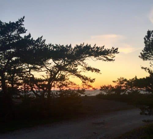 Solnedgång mitt i natten vid Midsommar