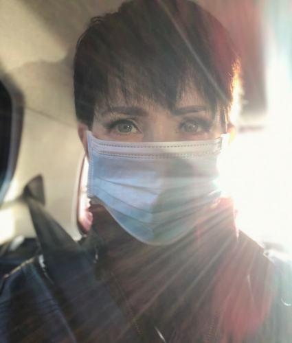 Klara Schmidtz i munskydd