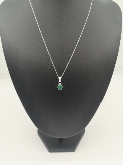 925 silver oval emerald pendant on jewellery stand