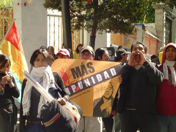 BOLIVIANOS INTENTAN ...