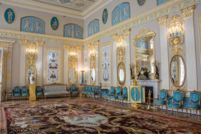 interior palacio de catalina