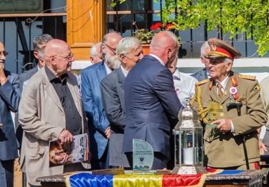 """Generalul Constantin Năstase a primit trofeul """"Personalitatea Anului Centenar"""""""