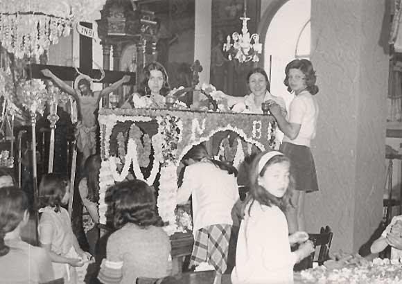Στολισμός Επιταφίου γύρω στα 1970.