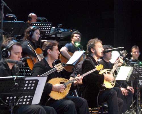 Ο Βαγγέλης Τρίγκας με τον Γιώργο Νταλάρα στο Θέατρο Παλλάς