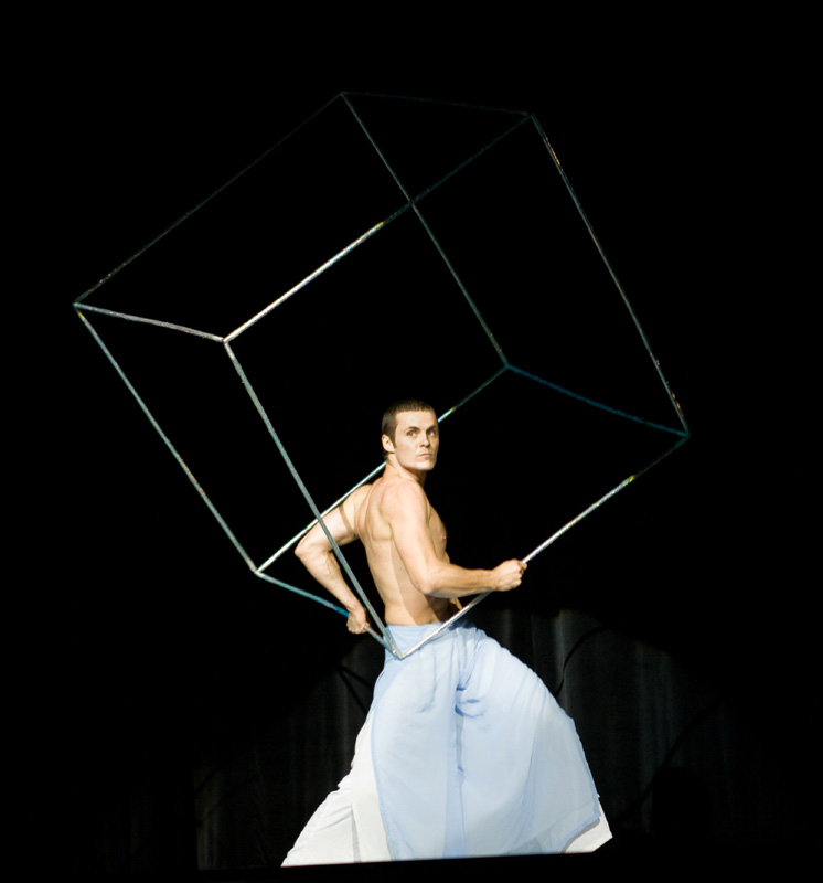 Argolla Cube Show - Dance and Acrobatics