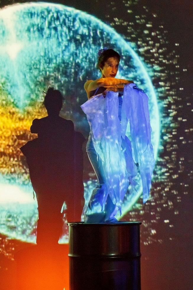 Visual Art - Projection and Acrobatics - Argolla Show