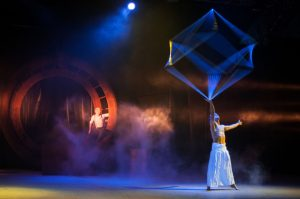 Acrobat Juggling with Cube - Argolla Show