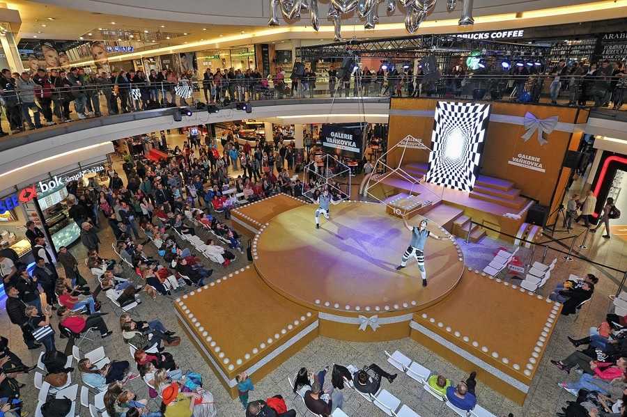 Cube Juggling Acrobats - Shopping Mall Event - Argolla Show