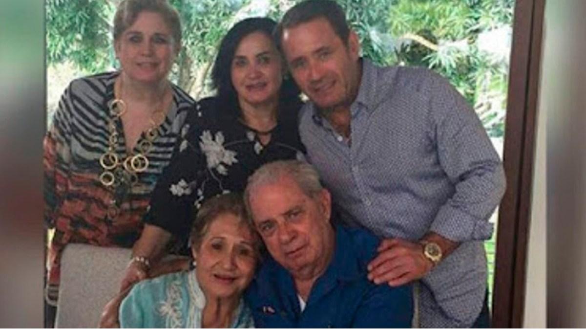 Los exhiben para que el Pueblo de México los conozca: La familia que inyectaba agua a los niños con cáncer