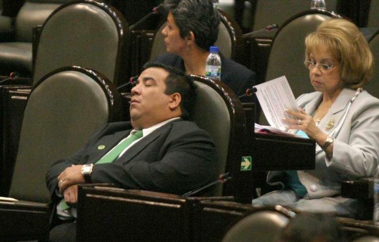 diputado dormido 3.jpg