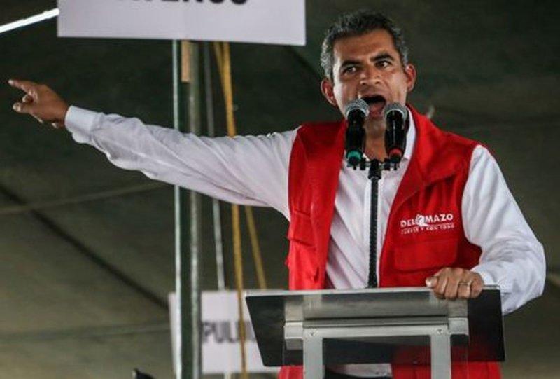 Enrique Ochoa propone expulsar a López Obrador del país.