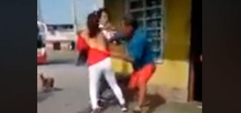 Cacha a su esposa con su amante y viralizan impactante reacción (VIDEO)