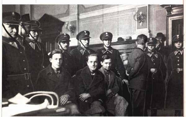 Дмитро Данилишин, Василь Білас і Мар'ян Жураківський у Львівському повітовому суді.  1932 р
