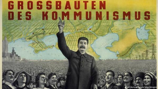 "Фото:  Немецкий плакат ""Великие стройки коммунизма"", 1952 год"