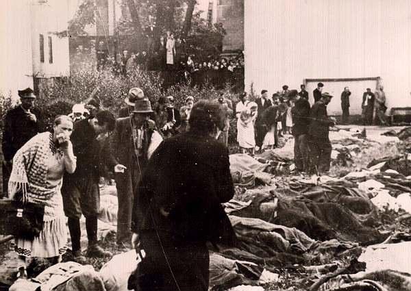 Фото:   Расстрелы заключенных в июне-июле 1941