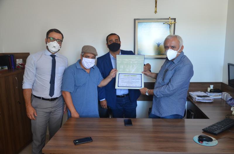 Imagem Comissão de Saúde entrega Moção de Aplauso ao HCC