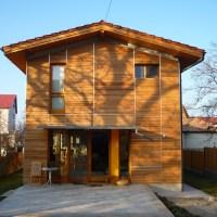 Casa simpla placata cu lemn / Cluj-Napoca