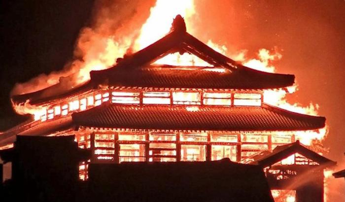首里城が火災