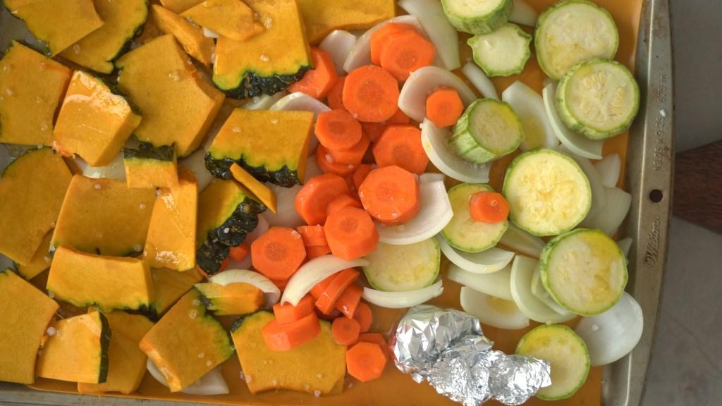 legumes crus na assadeira - legumes assados de uma panela só