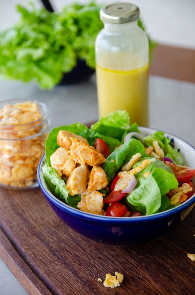 cubos de frango para a salada da semana