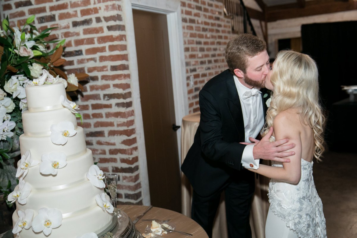 kissing after cutting cake