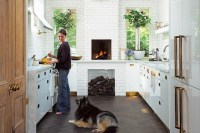 1-Feature-Pets-In-Pretty-Spaces