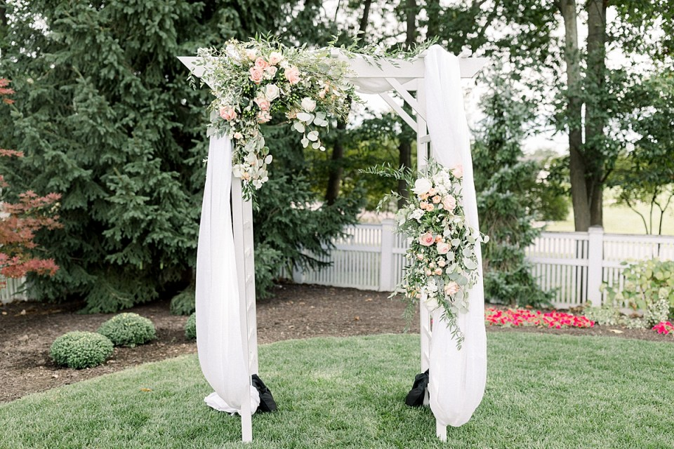 Arielle Peters Photography | Outdoor wedding at The Bridgewater Club in Carmel, Indiana on wedding day.