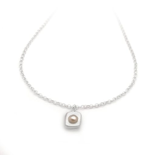 Stepping Stone Simple Pink Silver Pearl Necklace