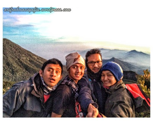 Background Gunung Salak