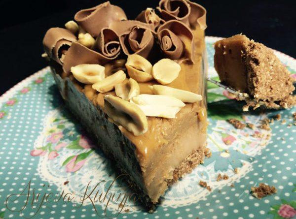 Kolač sa čokoladom- karamelom- kikiriki puterom