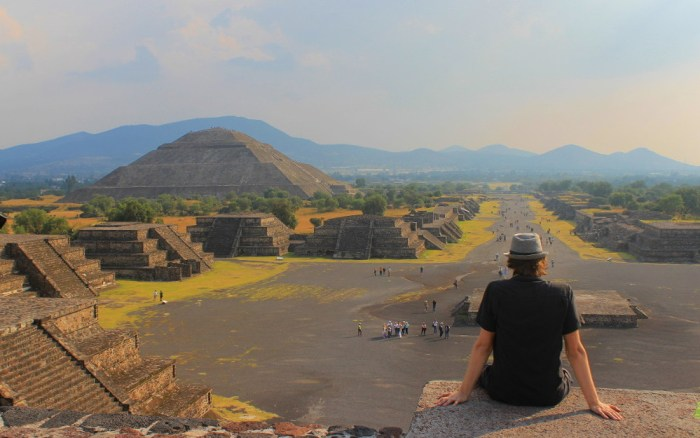 Best RTW long-travel blogs. Arimo Koo sitting on the Pyramid of the Moon in Teotihuacan, Mexico.
