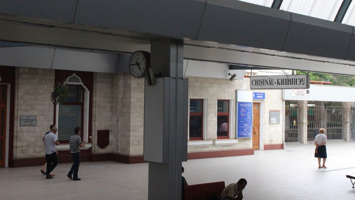 The main platform of Chișinău railway station.