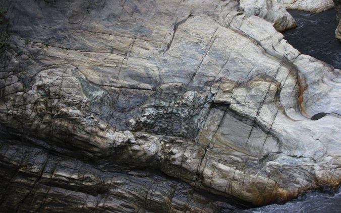 Taroko National Park photos. A rock surface with shapes of an elephant and a camel on the side.