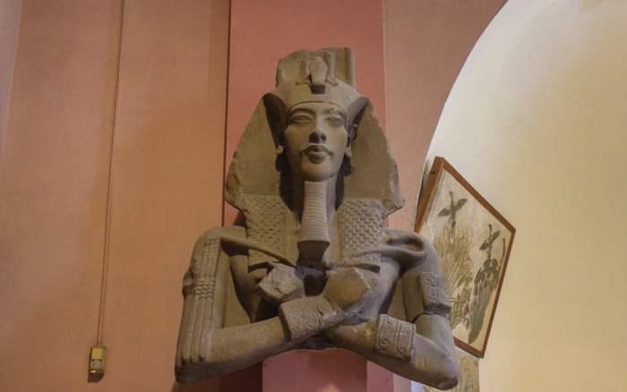 Statue of Pharaoh Akhenaten in the Egyptian Museum, Cairo. Mika Waltarin Sinuhe Egyptiläinen, todellinen esikuva faarao.