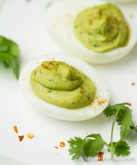 Guacamole Deviled Eggs: The perfect healthy, dairy-free, paleo friendly, protein packed snack or party food