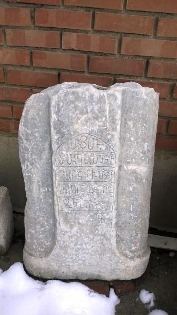 arkeoloji müzesindeki mezar taşları