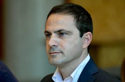 Ο Ιωάννης Νασιούλας είναι Διδάκτωρ Κοινωνιολογίας και Εμπειρογνώμων της Ευρωπαϊκής Επιτροπής. Είναι επικεφαλής της Δημοτικής Παράταξης ΝΕΑ ΑΡΧΗ ΓΙΑ ΤΗΝ ΘΕΣΣΑΛΟΝΙΚΗ και Δημοτικός Σύμβουλος του Δήμου Θεσσαλονίκης