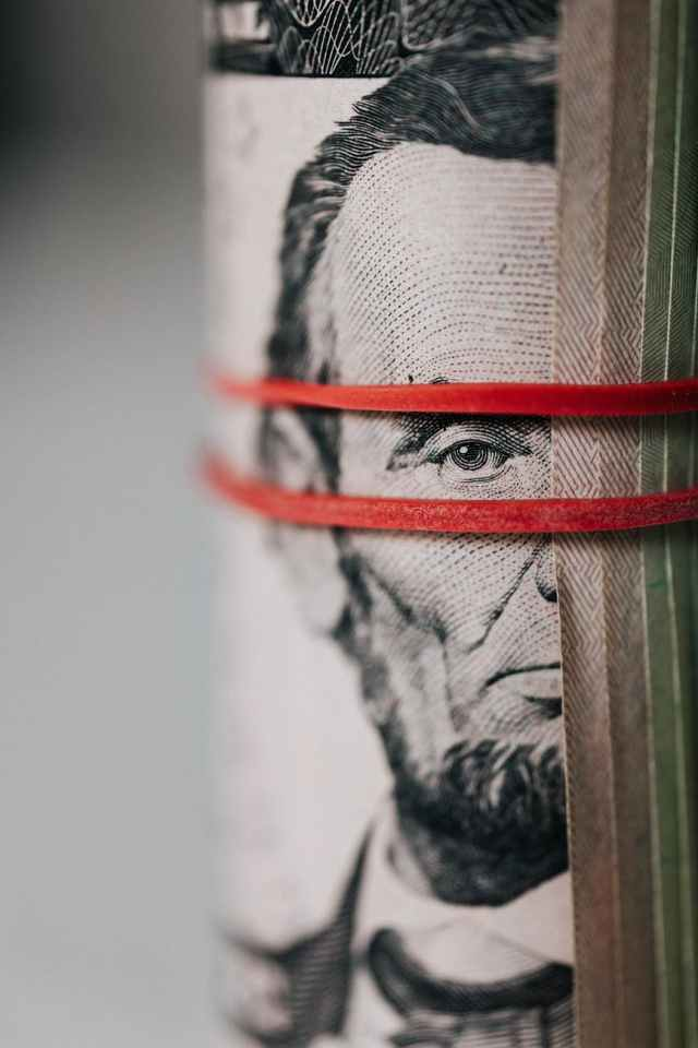 Ρύθμιση χρεών από 1η Ιουνίου: 420 δόσεις για χρέη προς τράπεζες 240 για Εφορία και Ταμεία
