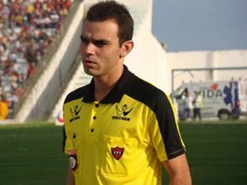Renan, da Fedseração Paraibana de Futebol., vai comandar o clássico de Alagoas nba noite de hoje (Foto: Diário do Nordeste)