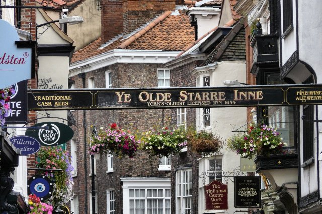 A sign for the oldest inn in York, Ye Olde Starre Inne
