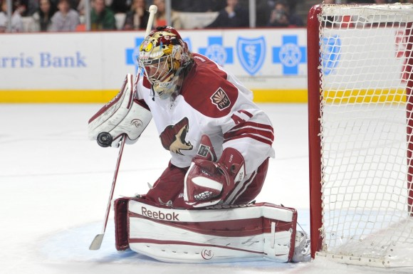Arizona Coyotes goaltender Mike Smith