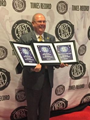 Harry rockin his 3 awards.