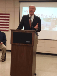 arkansas governor asa hutchinson visits hanesbrand clarksville to announce 120 new jobs