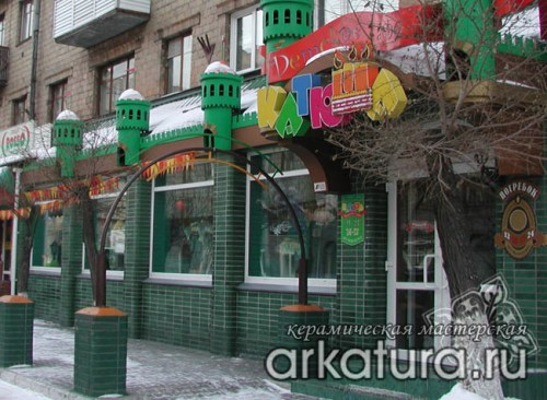 Фасад из зелёного глазурованного кирпича