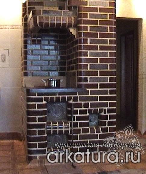 Печь из глазурованного коричневого кирпича