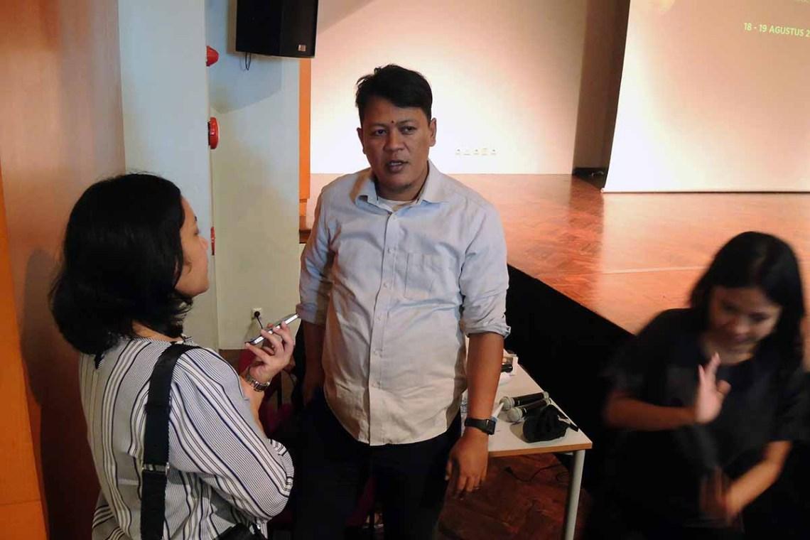 Akbar Yumni (kurator ARKIPEL sekaligus pembicara pada Forum Festival Panel 1).
